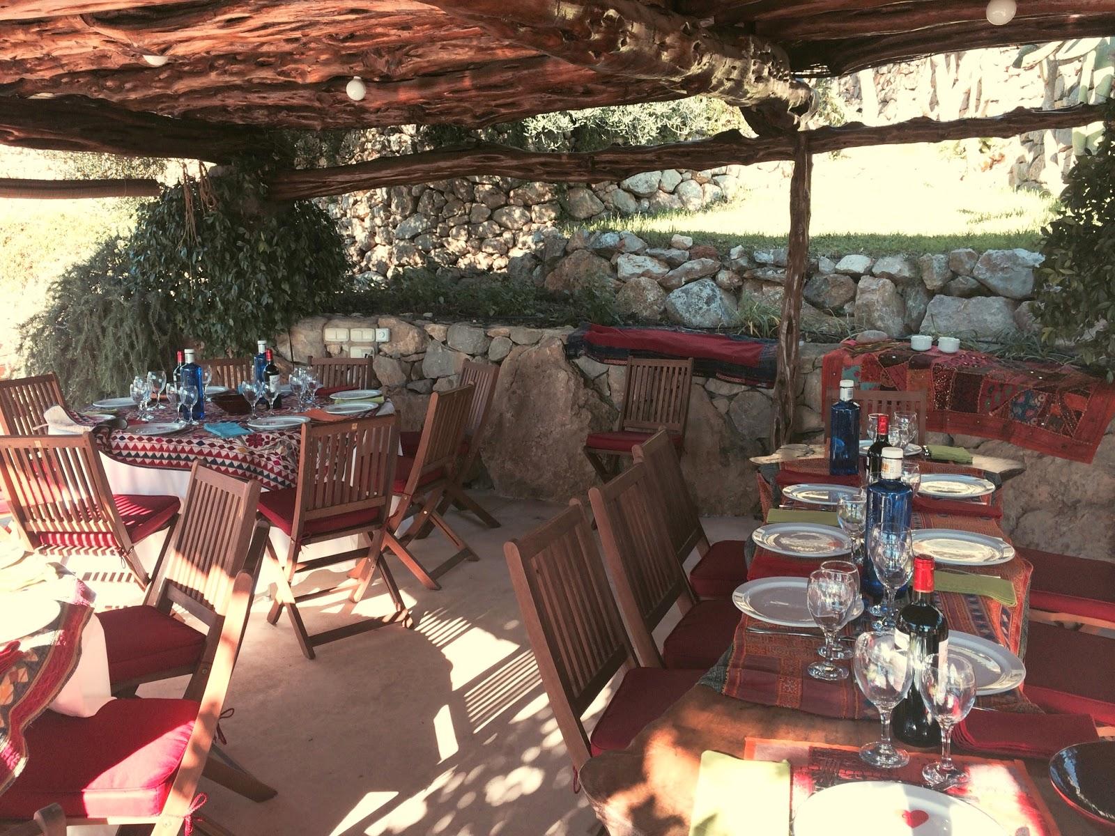 El observador solitario el bien y el mal en ibiza 2015 for Piscina municipal martorell