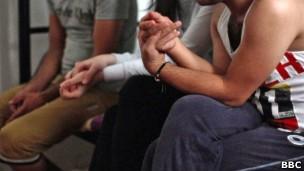 LGBT sofrem perseguição sistemática por parte de milícias e agentes oficiais no Iraque (Foto: BBC)