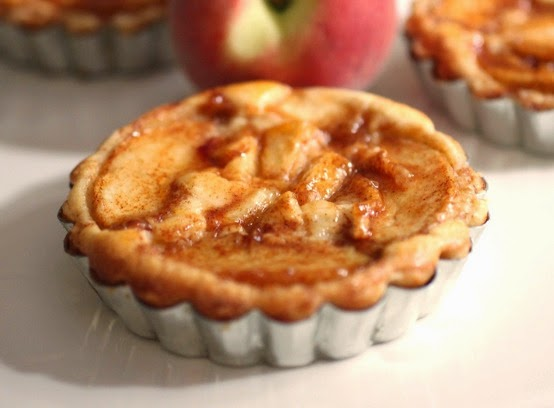 http://www.smells-like-home.com/2010/08/peach-cream-cheese-tart/