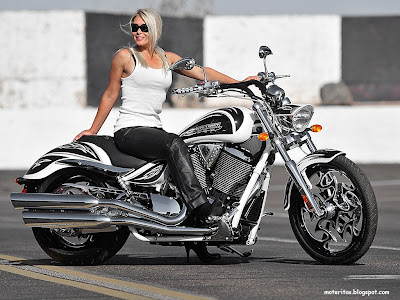 motos-mujeres-victory-custom-fondos-alta-resolucion-facebook-wallpaper