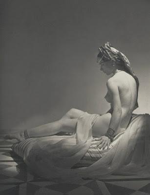 Modelos Desnudas Posando De Espalda Horst