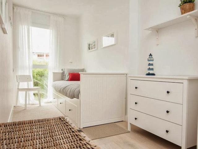 dormitorio juvenil con mobilirario y textiles de Ikea