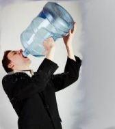 Resiko Jika Minum Sambil Berdiri (Sakit Ginjal) - bintancenter.blogspot.com