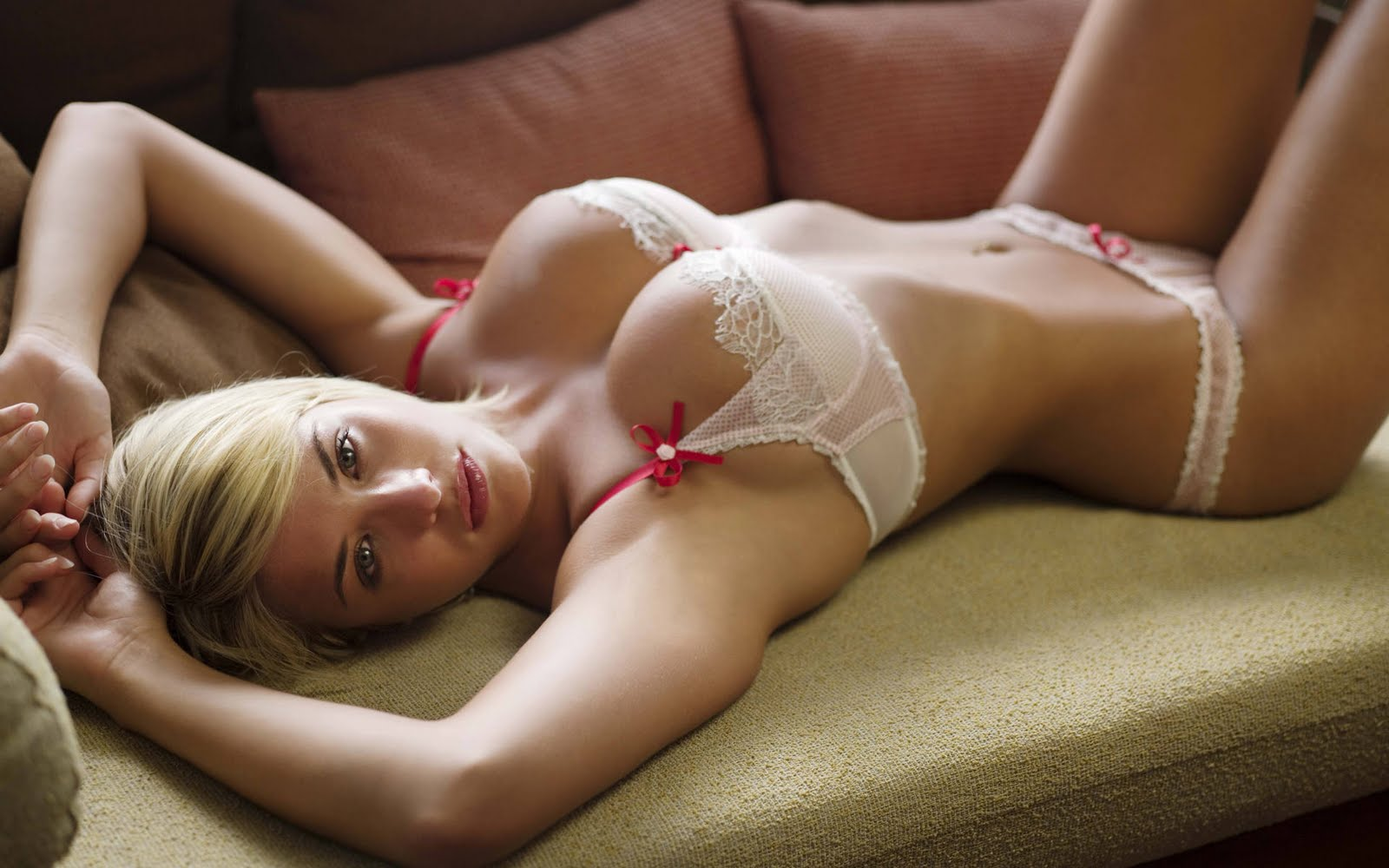HD Wallpapers of Hot Girls - A   HD Wallpapers
