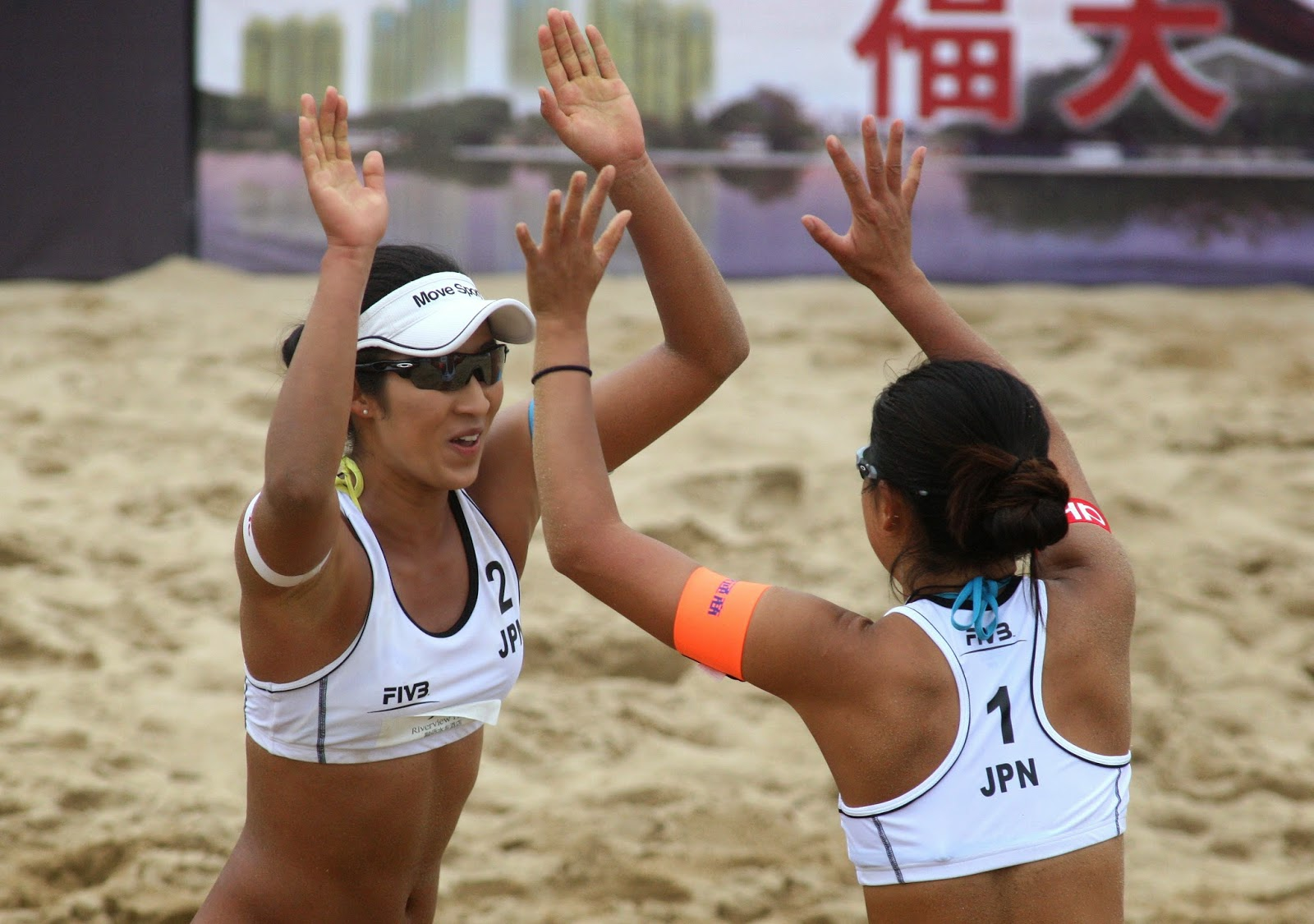 live beach volleyball