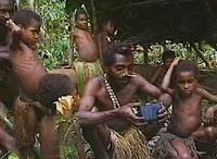 menyaksikan video dokumenter kontak pertama suku Toulambi dengan dunia ...