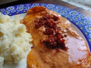 Pollo en salsa de chorizo