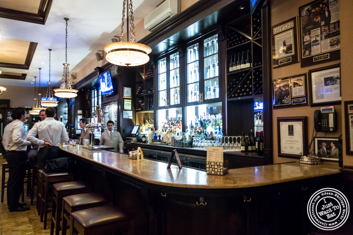 image of bar at Bobby Van's Grill in New York, NY