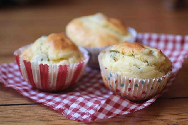 Muffins au camembert et aux olives
