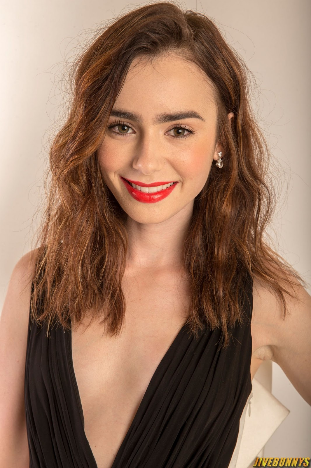 Lily Collins Sexy Actress Photos Gallery 7