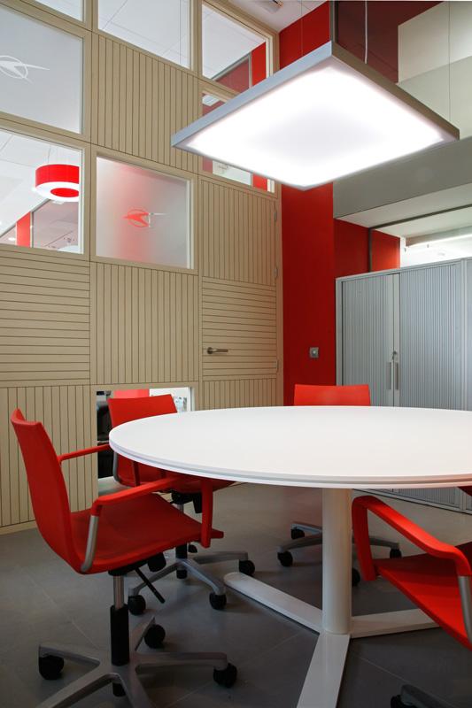 Marzua conjunto de oficinas administrativas y agencias de for Interior oficinas modernas