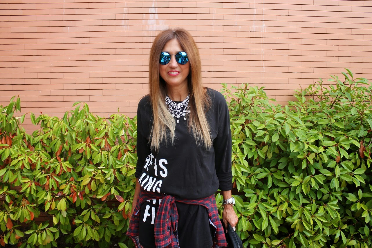 Carmen Hummer, Look, Cool, Tshirt/Dress, Glasses, Mules, shoes, bag, necklace, street style, fashion blogger, lifestyle,  Como llevar una camiseta vestido.