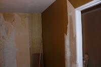 Usuwanie starych tapet za ścian