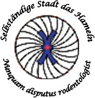 "Image: a white circle with several spiraling lines leading up to two, intersected, blue bootlaces, surrounded by the words ""Selbständige Stad das Hameln – Nunquam disputus rodentologist"". Caption:"