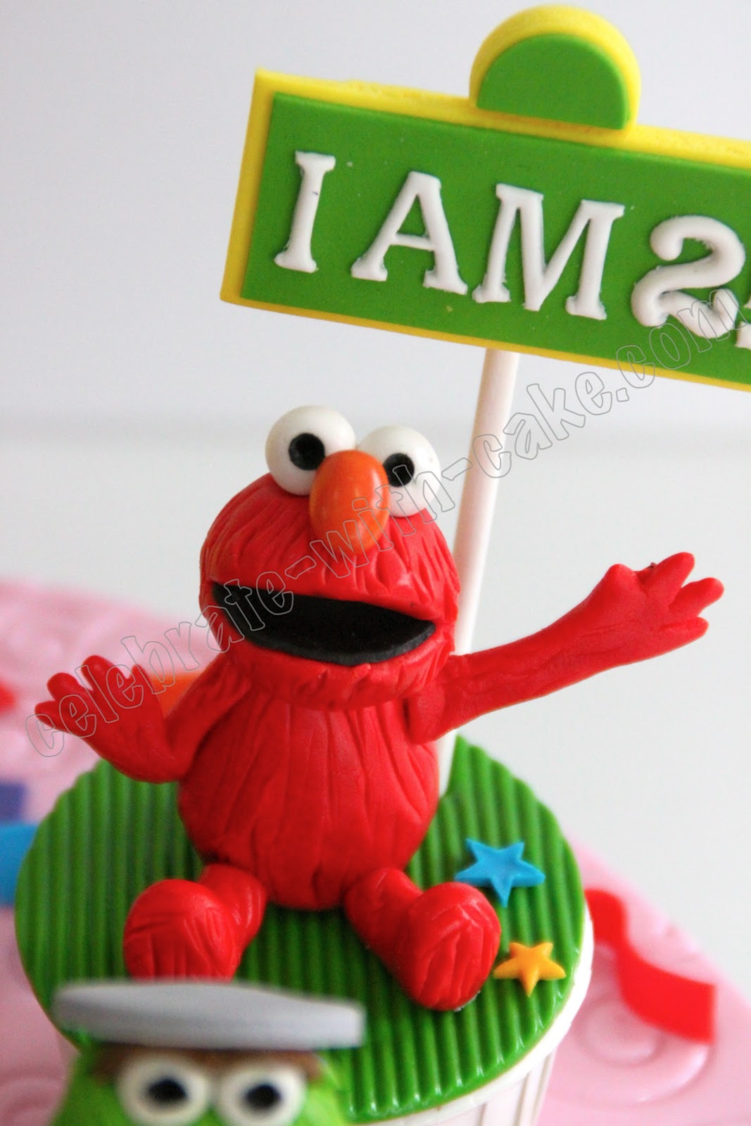 Elmo Cake Toppers Decorations : Celebrate with Cake!: Sesame Street Cupcakes