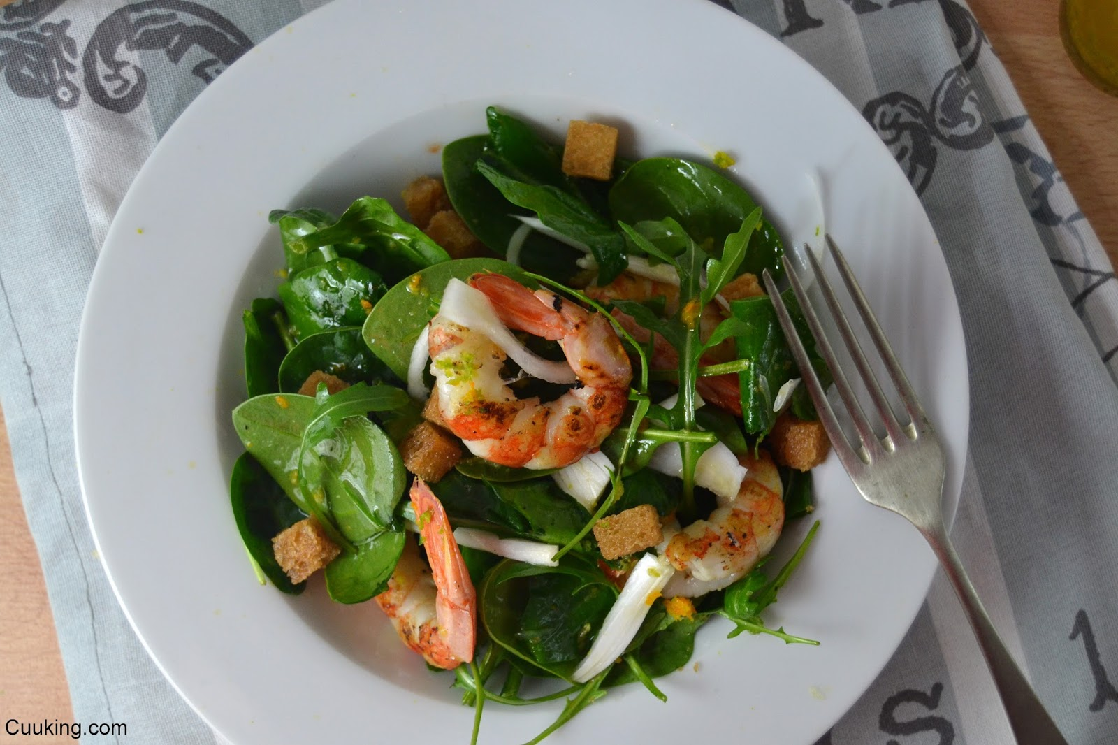 Ensalada gambas vinagreta sésamo cítricos espinacas