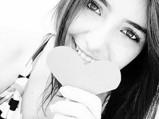 Eu confiei, você me decepcionou.   Eu estava triste, você nem se importou.   Eu te amava... hoje me amo.