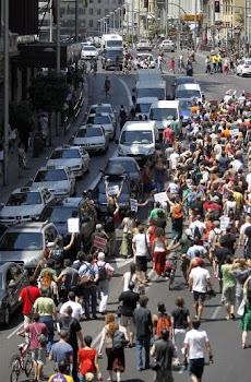 La marcha de indignados que partió el miércoles de la plaza de Oriente de Madrid y cortó el tráfico