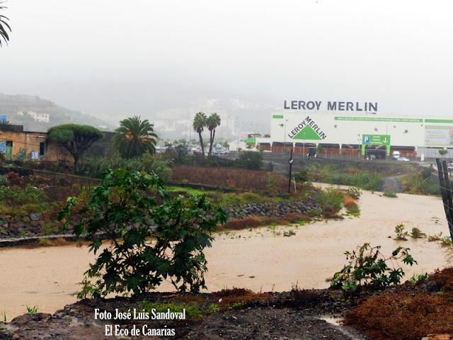 agua corre barranco tamaraceite incidentes lluvias canarias 31 octubre