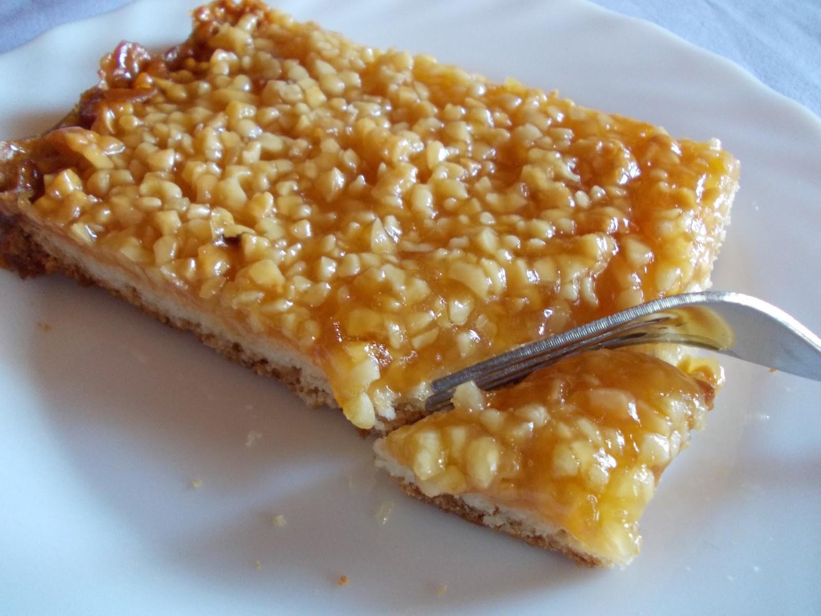 Bienenstich kuchen mit mandeln