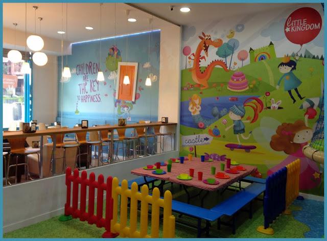 Espacio para los niños y para los padres en Little Kingdom