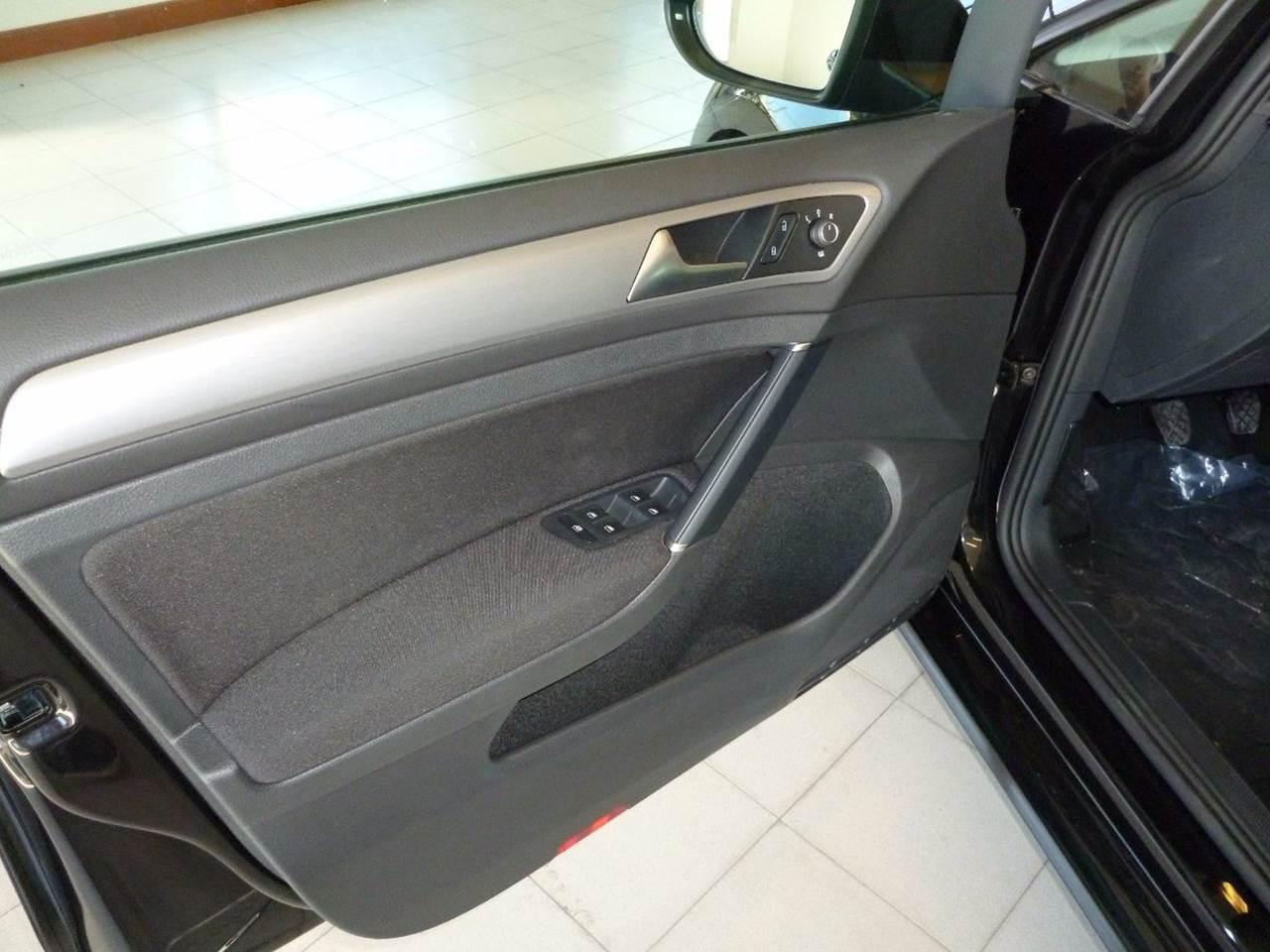 VW Golf Trendline 2016 - interior - revestimento das portas