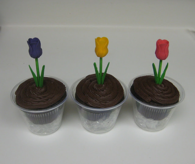 Teacher Appreciation Tulip Cupcakes 2
