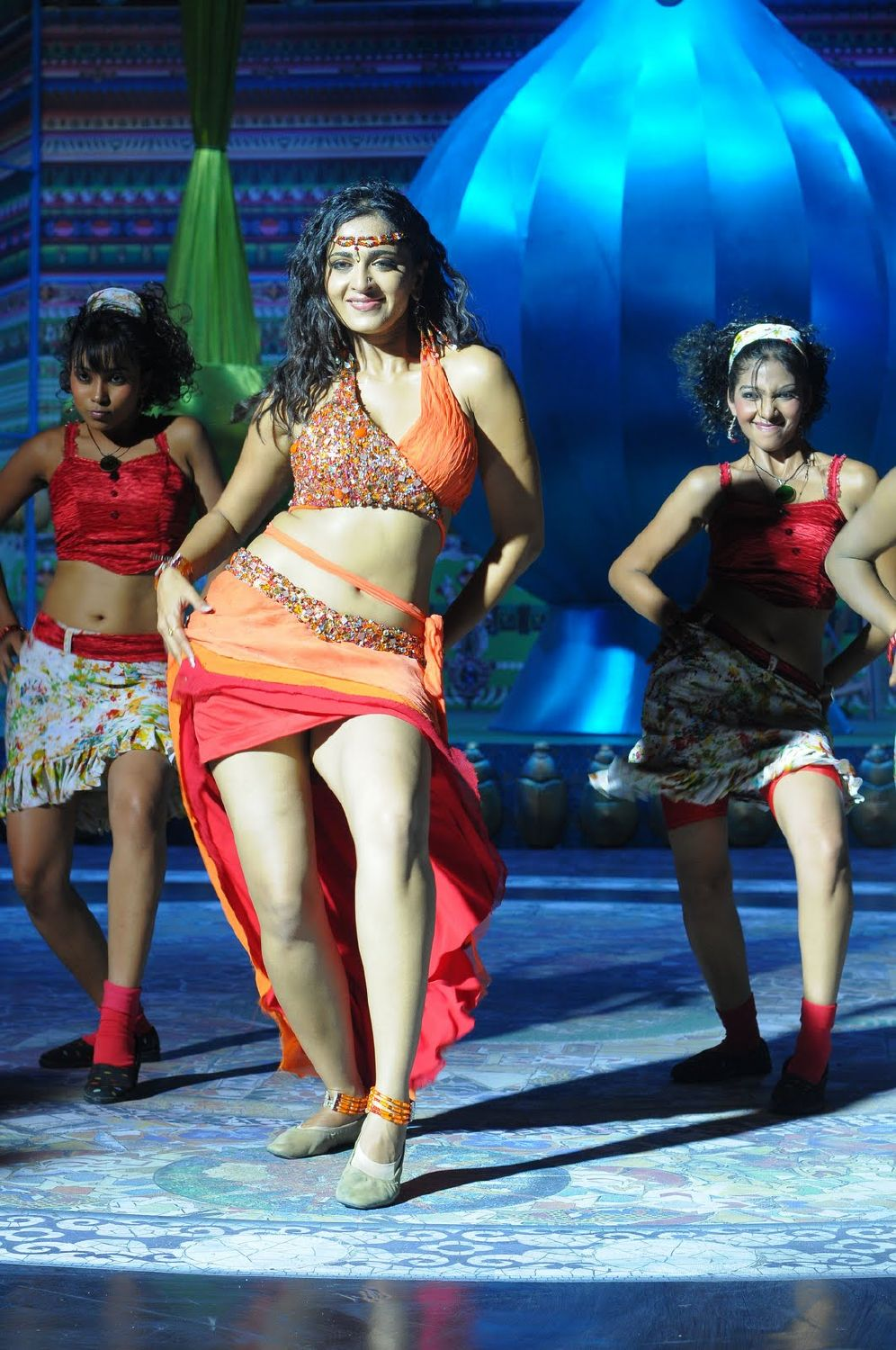 Anushka Shetty - hot belly dance stills, navel stills, movie ...