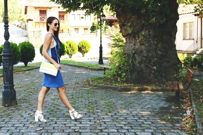 outfit: Sporty Chic.Outfit: Sportski sik.Pink Woman top.Blue cotton skirt.H&M purse and sunglasses.Chunky white heels.Bele sandale.Trendi outfiti.