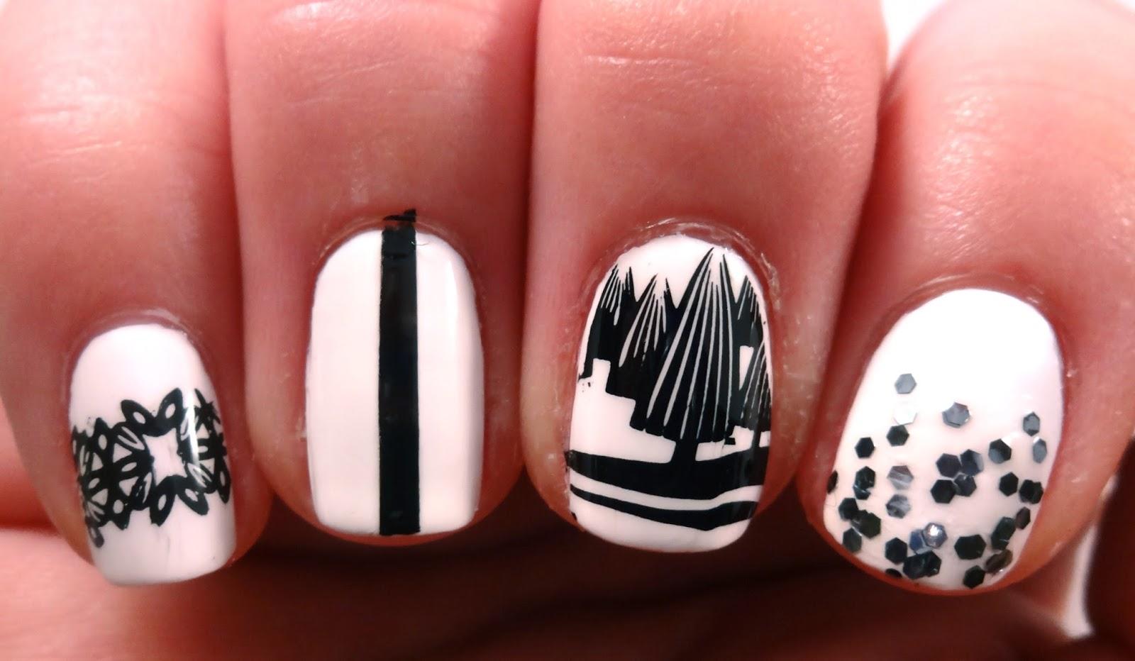 Glitter and stripe nail