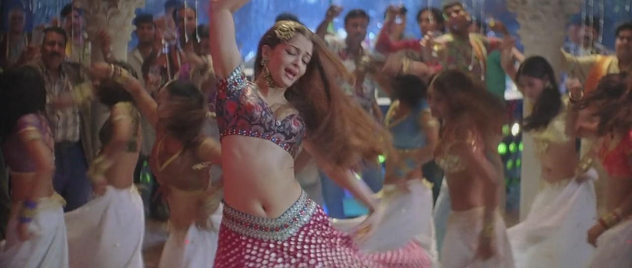 Aishwarya Rai sexy navel in kajra re song, Aishwarya Rai hot navel in kajra re, Aishwarya Rai HD still in bunty bubli
