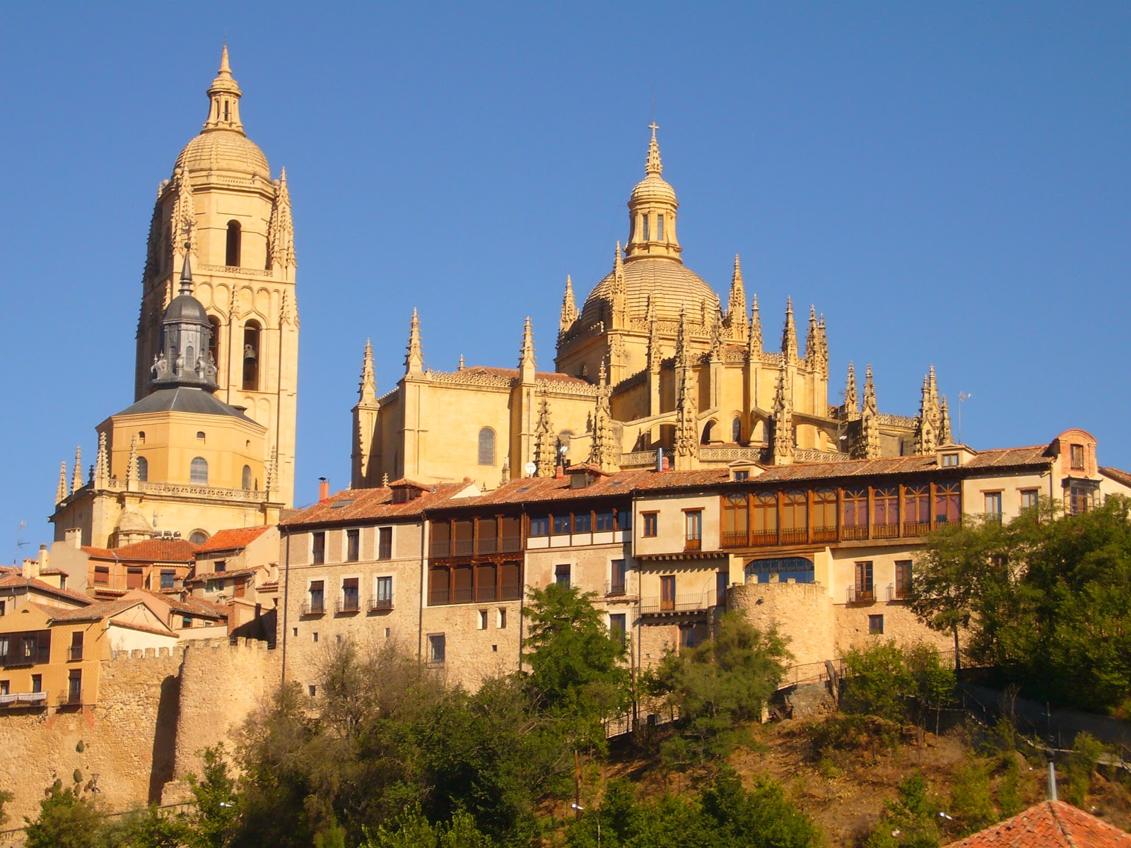 Universidad de segovia turismo catedral de segovia fotos for Segovia oficina de turismo