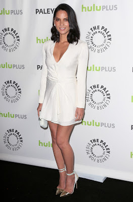 "Olivia Munn shows off hot cleavage wearing white mini skirt in ""Newsroom"" at PaleyFest 2013"