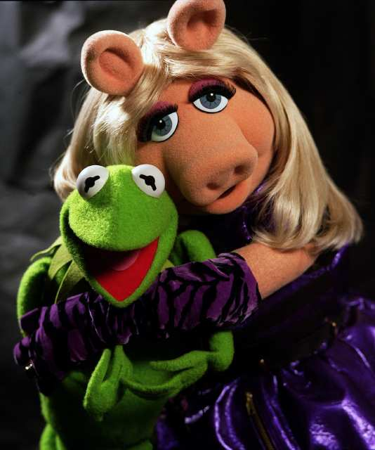 MISS PIGGY AND KERMIT THE FROG - 31.3KB