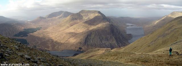 El sobrecogedor paisaje de los lagos alrededor del Ben Creggan