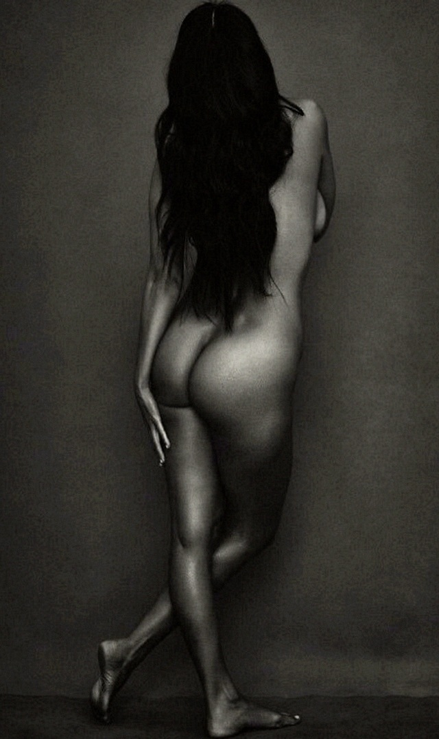 Kourtney Kardashian desnuda - FARÁNDULA INTERNACIONAL - PAREJAS DISPAREJAS