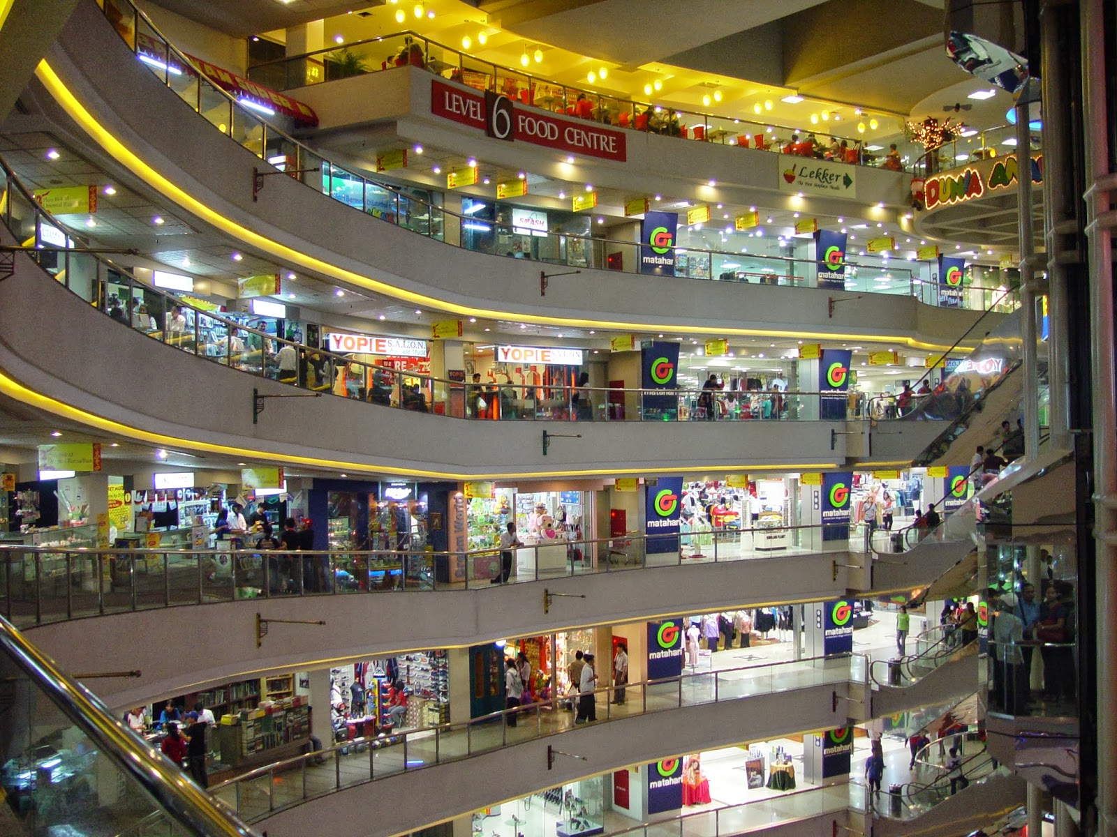 Vegas mall dwarka for Nearby boutiques