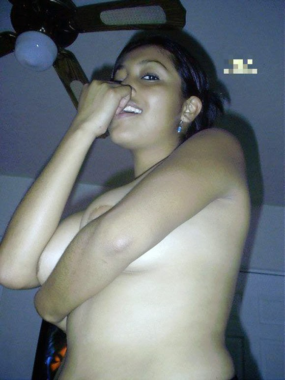 Nude Indian Desi Girl Boobs Pictures