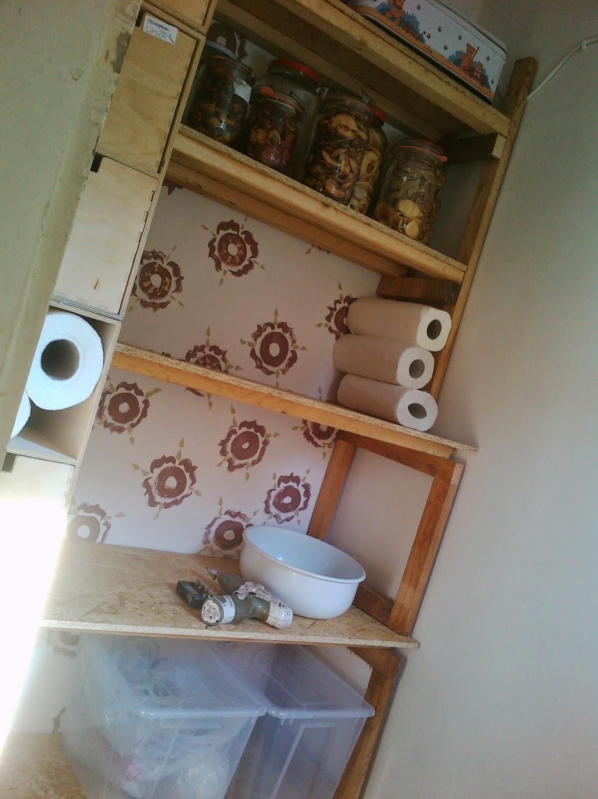 karl erwin und die frau ein haus wird gl cklich speisekammer teil 2 regalbau aus. Black Bedroom Furniture Sets. Home Design Ideas