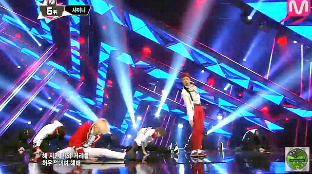 Shinee does the splits in Why So Serious?
