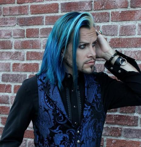 warna rambut pria unik gaya rock metal