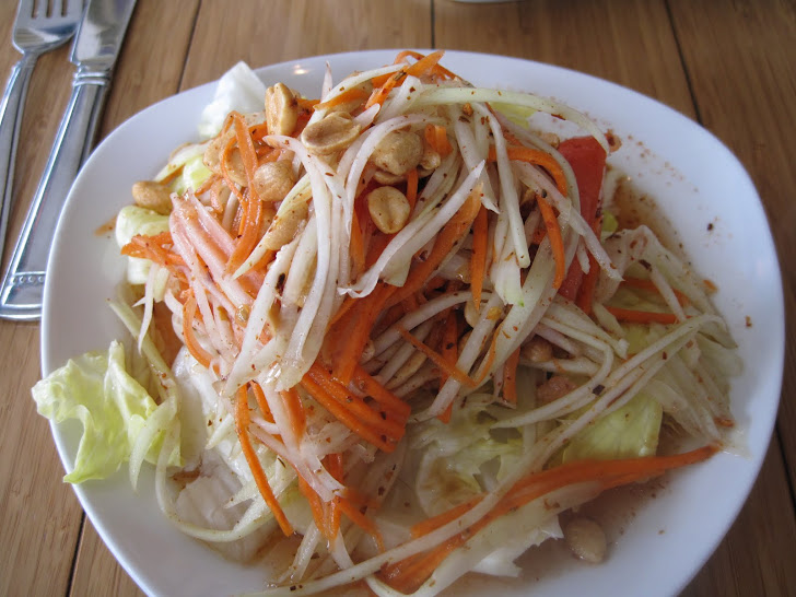 Σαλάτα με κρεμμύδι, καρότο και μαρούλι