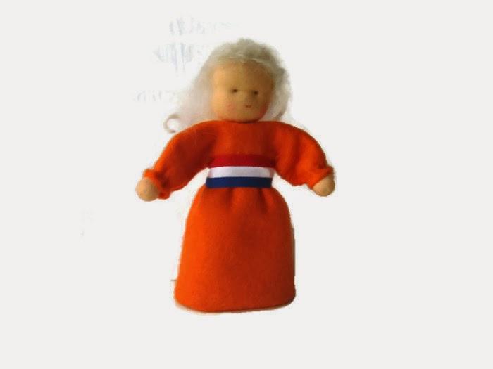 Antroposofisch popje van vilt seizoentafel Atelier de Vier Jaargetijden