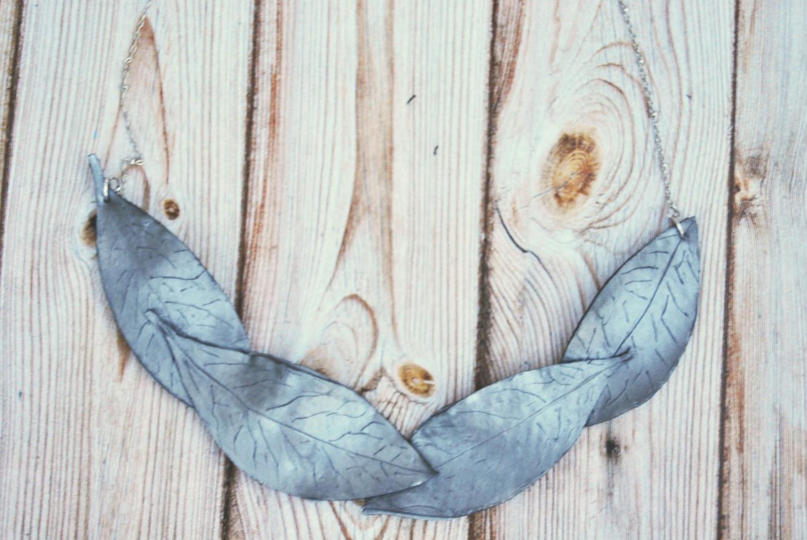 collar plateado moonlit leaves