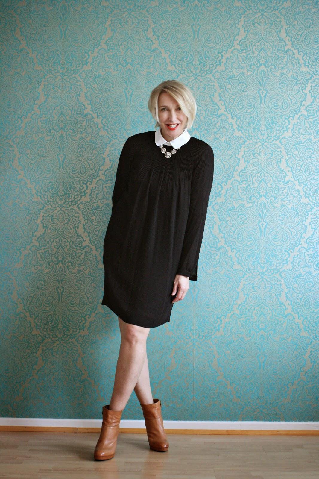 outfit mit schwarzem kleid und bubikragen glam up your. Black Bedroom Furniture Sets. Home Design Ideas