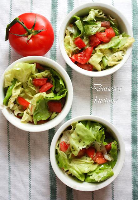 surówka, przepis na szybką surówką, przepis na surówkę, letnia surówka, surówka z sałaty i pomidora