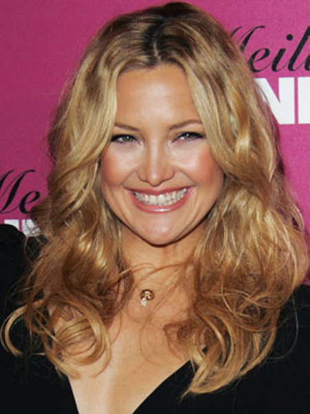 Tousled texture and a slight waves vamp up Kate Hudson's lengthy strands.