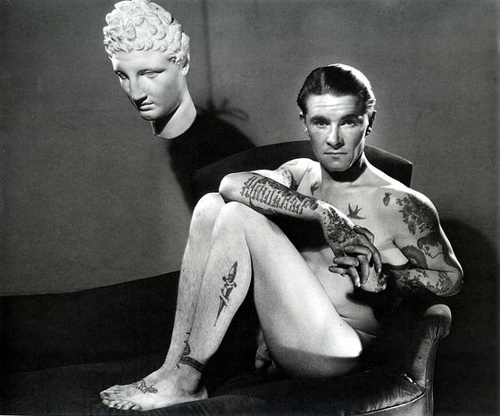 George+Platt+Lynes%252C+Male+nude+with+t