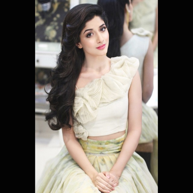 Natasha Salon doing Mawra hocane make over Mawra hocane looking beautiful in this dress.Natasha Salon doing excellent work.