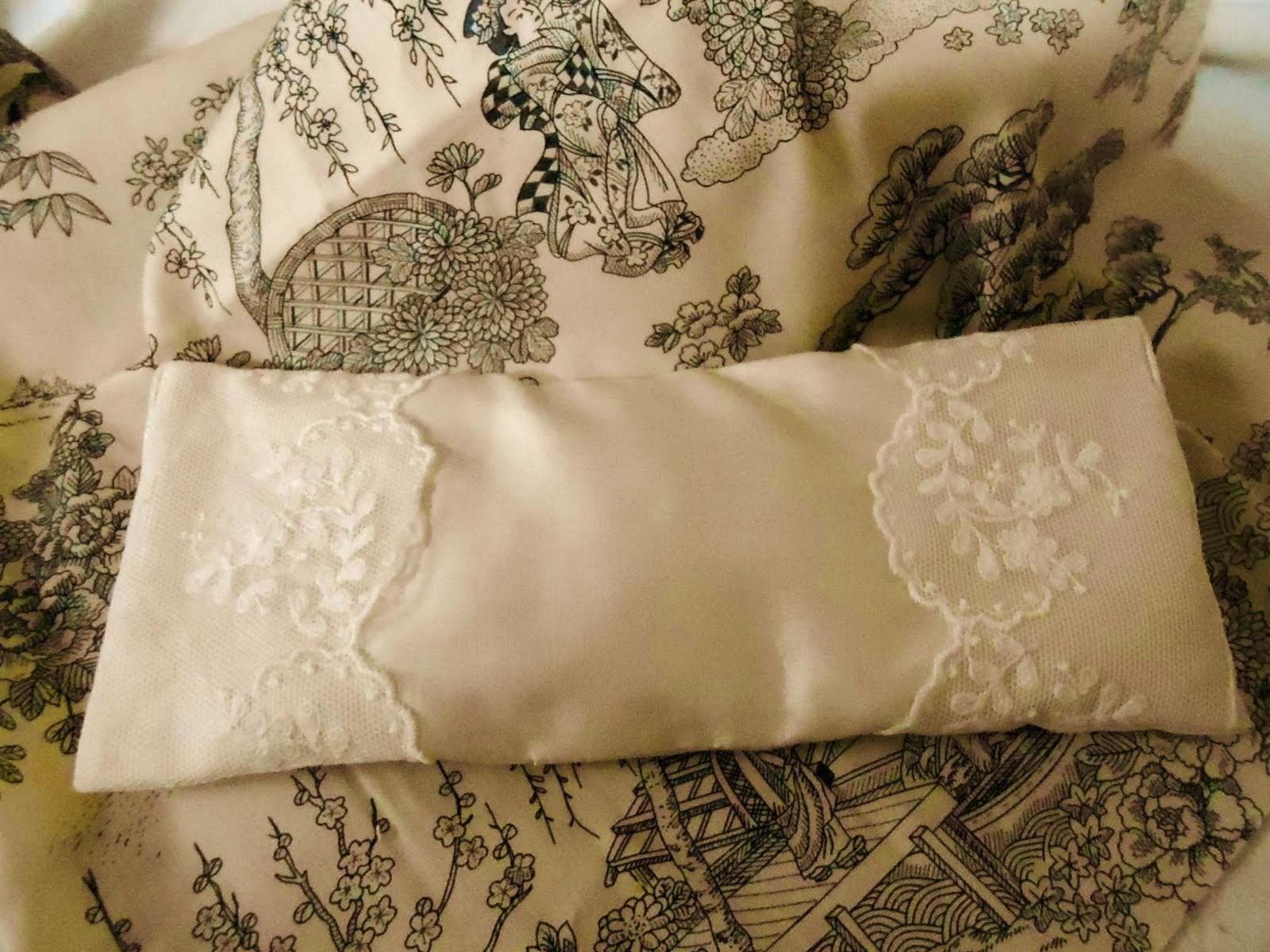 Silk & lace Eye Pillow